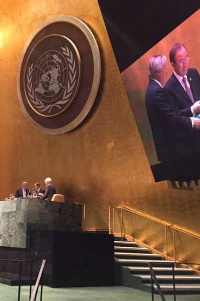 Dr Henrik O. Madsen presents the 'Impact' report to UN Secretary-General Ban Ki-moon and Sir Mark Moody-Stuart, Chairman, Foundation for the Global Compact in the UN General Assembly.